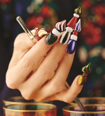 russian cathedral nails. image by @leximartone