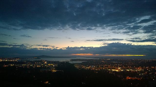 auckland at dawn by Kiwi Flickr CC.jpg