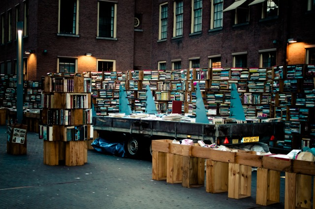 books at the Hague Centre, Pascal Maramis, Flickr CC.jpg