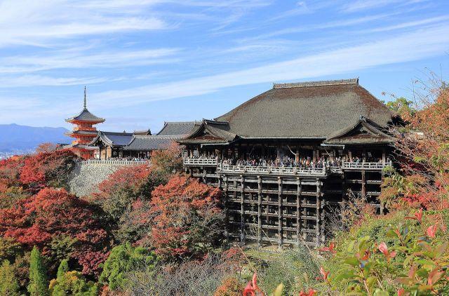 Kiyomizu-dera,_Kyoto,_November_2016_-02.jpg